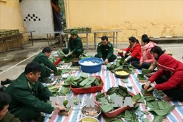 Bộ đội Biên phòng Điện Biên giúp dân vui Xuân đón Tết