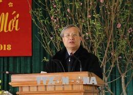 Đồng chí Trần Quốc Vượng chúc Tết nhân dân vùng bị thiên tai ở Yên Bái
