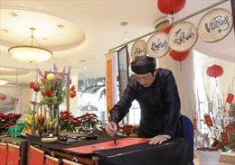 'Góc thư pháp' mang nét văn hoá Việt tới với du khách nước ngoài
