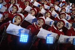 Đội cổ vũ Triều Tiên rạng rỡ 'tiếp lửa' tại lễ khai mạc Olympic