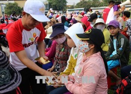 TP Hồ Chí Minh đưa 810 người bán vé số dạo về quê đón Tết