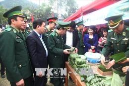 Quân-dân biên giới, hải đảo tưng bừng đón Tết
