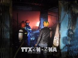 Cháy lớn, thiêu rụi 3 ngôi nhà liền kề tại thành phố Kon Tum