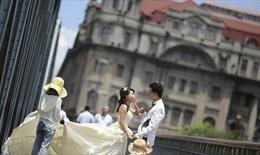 Bùng nổ dịch vụ thuê 'cô dâu chú rể' cho người độc thân trong Tết Nguyên đán