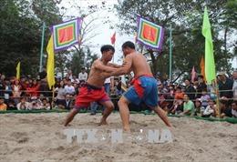 Tưng bừng hội vật làng Thủ Lễ