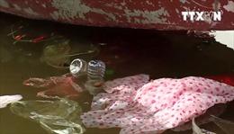 Ngày đầu khai hội, rác đã ngập bến đò chùa Hương