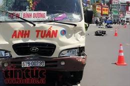 Xe khách vượt đèn đỏ tông hàng loạt xe máy, nhiều người nguy kịch