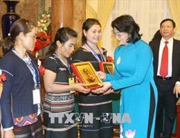 Phó Chủ tịch nước: Thực hiện tốt chế độ đãi ngộ đối với các cô đỡ thôn bản