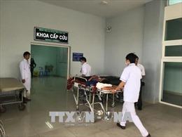 Tập trung cứu chữa người bị thương trong vụ xe khách lao xuống vực tại Kon Tum