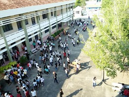 Một trường trung học tại Bến Tre lạm thu 74 triệu đồng trong hai năm học