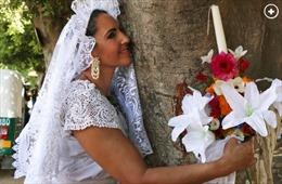Phụ nữ Mexico làm đám cưới tập thể với cây để cứu rừng
