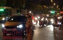 Người dân đi lễ chùa, giao thông ùn tắc ở cửa ngõ sân bay Tân Sơn Nhất