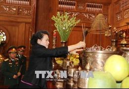 Chủ tịch Quốc hội dâng hương tưởng niệm Chủ tịch Hồ Chí Minh tại Khu K9