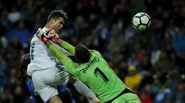 Cristiano Ronaldo cán mốc 300 bàn tại La Liga, Real lên Top 3