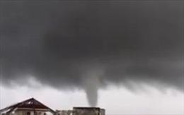 Lốc xoáy kéo sập mái nhà thờ đang xây dựng tại Kon Tum