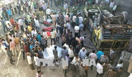 Lật xe chở công nhân dệt may, 33 người thương vong