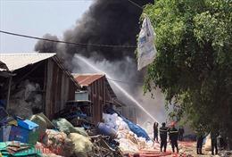 Cháy lớn tại cơ sở tái chế nhựa, thiêu rụi nhiều tài sản
