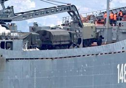Cận cảnh tàu Nga chở đầy vũ khí hạng nặng nhằm hướng Syria