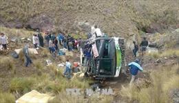 Xe buýt rơi xuống vực sâu 120m, gần 50 người thương vong
