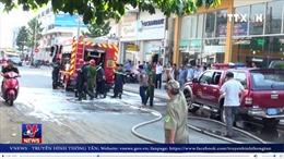 TP Hồ Chí Minh: Bất cẩn trong pha chế dung môi gây cháy lớn nhà 4 tầng