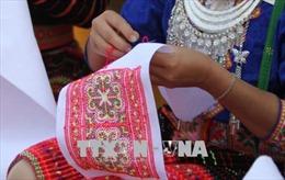 Bảo tồn giá trị văn hóa truyền thống trong trang phục của đồng bào Mông