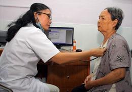 Đối tượng hưu trí 'HT2' đi khám bệnh trái tuyến được quyền lợi gì?