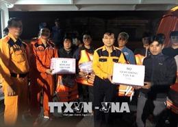 Cứu nạn thành công 8 ngư dân cùng tàu cá bị nạn trên biển