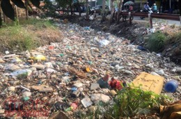 Rác thải ngập tràn các kênh rạch ở TP Hồ Chí Minh
