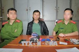 Vận chuyển trái phép 1 kg ma túy đá và 7 túi hồng phiến từ Lào về Việt Nam tiêu thụ