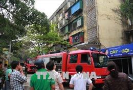 Cháy chung cư 4 tầng ở TP Vinh, người dân một phen hoảng loạn