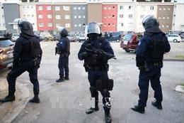 Vụ bắt cóc con tin tại Pháp: Một cảnh sát thiệt mạng - Tiếp tục bắt giữ nghi can