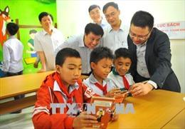 Trao tặng 'Tủ sách Đinh Hữu Dư' cho học sinh miền núi Ninh Bình