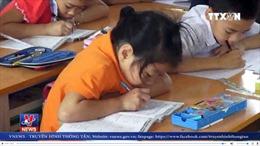 Chấm dứt hợp đồng lao động đối với giáo viên cho học sinh xúc miệng bằng nước lau bảng