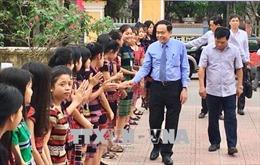 Chủ tịch Mặt trận Tổ quốc Trần Thanh Mẫn thăm, tặng quà học sinh dân tộc