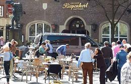 Hiện trường ngổn ngang vụ xe 'điên' lao vào đám đông tại Đức