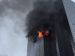 Cháy lớn ở Tháp Trump, khói đen bốc nghi ngút từ tầng 50