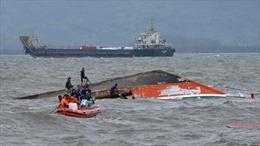 Tàu đổ bộ trôi dạt, 17 thuyền viên Philippines mất tích