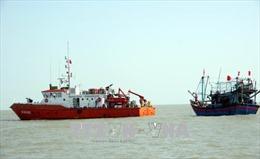 Tìm kiếm 6 thuyền viên mất tích trên biển Cà Mau