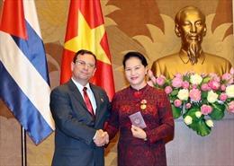 Chủ tịch Quốc hội Nguyễn Thị Kim Ngân nhận Huân chương Đoàn kết của Cuba