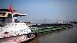 Bộ Tư lệnh Vùng Cảnh sát biển 1 tạm giữ tàu chở 1200 tấn than vi phạm