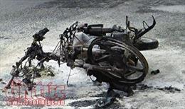 Thanh niên châm lửa đốt xe máy, giao thông cửa ngõ sân bay Tân Sơn Nhất rối loạn