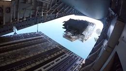 Video Mỹ thả xuồng quân sự bí mật từ trên không xuống biển