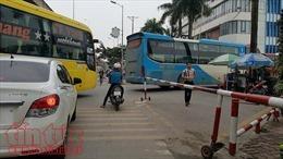 Ùn tắc nghiêm trọng ở cửa ngõ phía Nam Thủ đô, nhiều xe tăng giá, nhồi khách