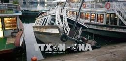 Tàu du lịch tại Tuần Châu bị nước tràn vào khoang máy