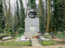 Thăm mộ Karl Marx tại nghĩa trang Highgate ở thủ đô nước Anh