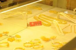 Vàng trong nước biến động nhẹ, vàng thế giới dao động trong vùng giá thấp