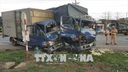 Xe tải tông nhau liên hoàn khiến 4 người bị thương nặng ở Bình Phước