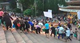 Hà Nội yêu cầu chấn chỉnh việc tranh giành lộc tại chùa Hương