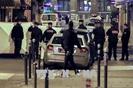 Xác định gốc gác hung thủ tấn công bằng dao tại Paris