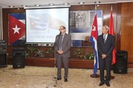 Thắm tình hữu nghị giữa Đại sứ quán Việt Nam và Cuba tại Argentina